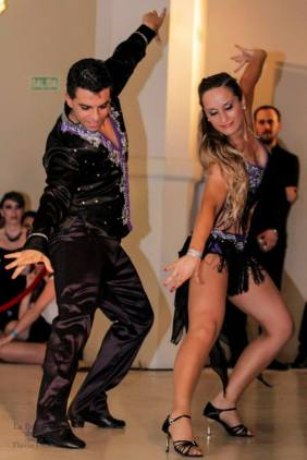 bailarines de salsa la troupe